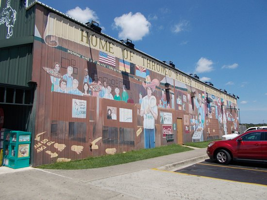 Foley, AL: mural on outside