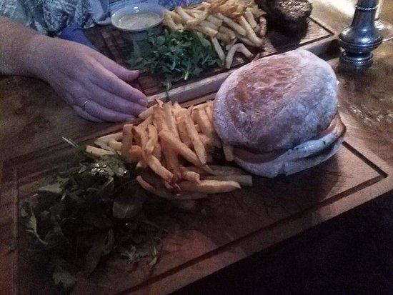 Appin, UK: Vension Burger - yummy !