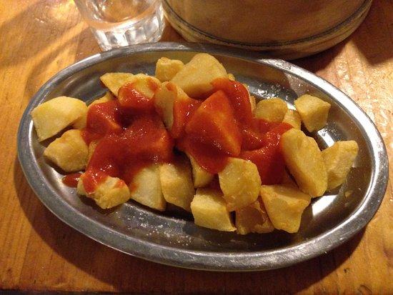 Taberna Maceira: patatas bravas