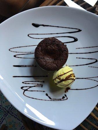 Santa Marina Salina, Włochy: Tortino al cioccolato con pallina di gelato alla crema