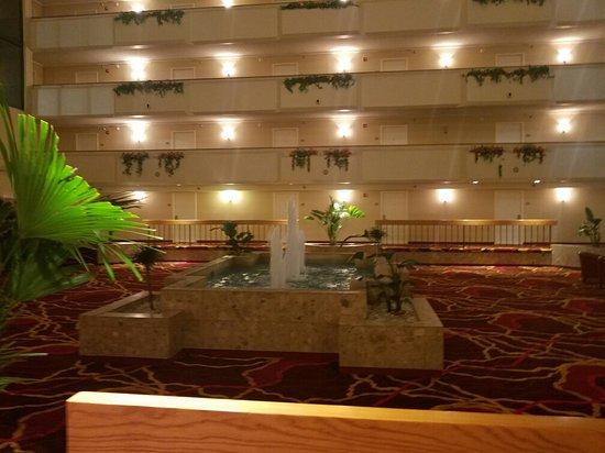 MCM Elegante Hotel & Suites : 20160828_214832_large.jpg