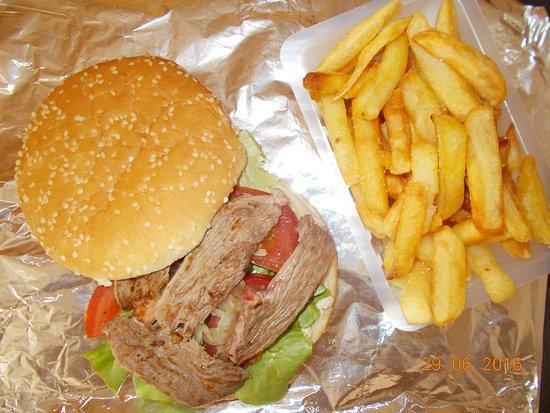 ฟัวซ์, ฝรั่งเศส: le fameux burger Ariègeois avec magret et sauce foie gras Sauterne maison
