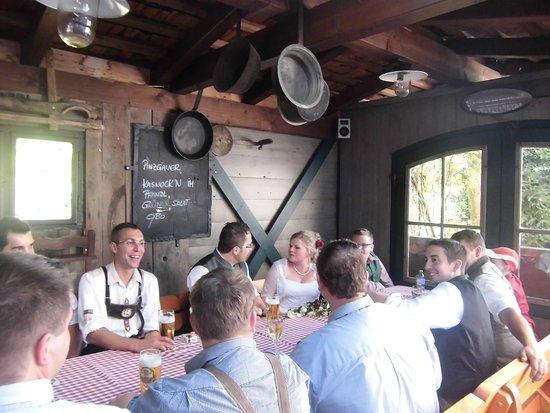 Maishofen, Österrike: Terrasse teils überdacht