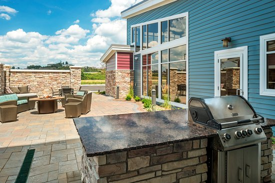 Saint Clairsville, OH: Outdoor BBQ and Firepit Patio