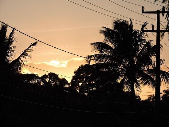 Pousada Topazio: nascer do sol, vista da frente da pousada 06h30min m/menos
