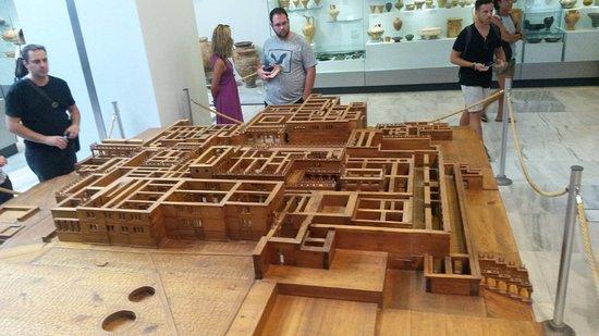 Knossos Archaeological Site: Dřevěný model Knossu