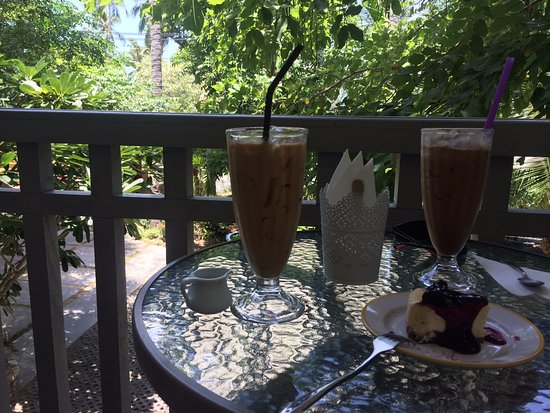 Lolamui Cafe: Ice coffees and cheesecake