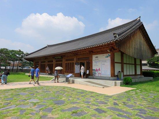 جيونجو, كوريا الجنوبية: 御真博物館の外観