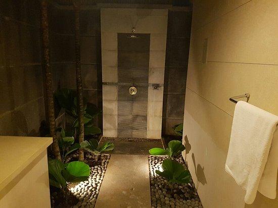 The Khayangan Villas: 20160818_015017_large.jpg