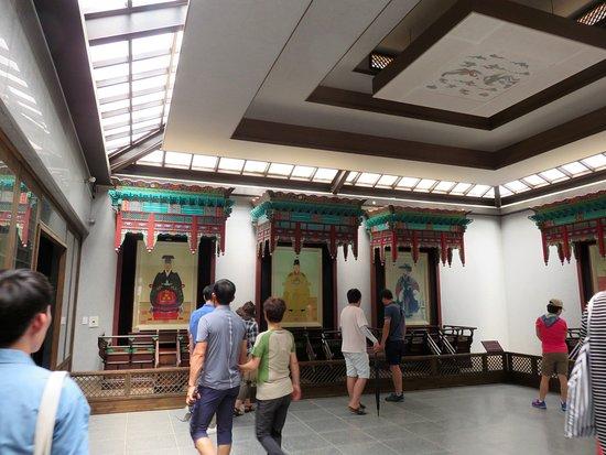 جيونجو, كوريا الجنوبية: 御真博物館の内観3