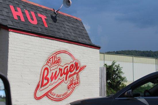 Betty's Burger Hut: new sign