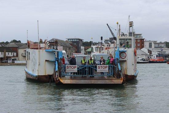 Cowes, UK: floating bridge