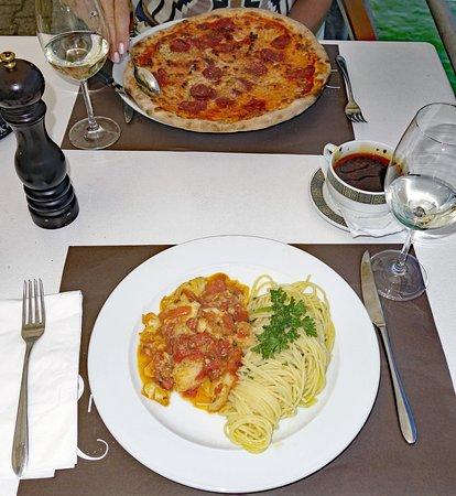 Spiez, Szwajcaria: 2 Mittagsmenus: 1x Pizza Salami piccante, 1x Pesce italiano con Pasta
