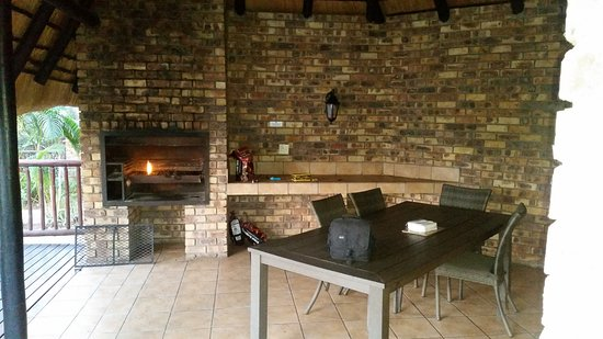 Kruger Park Lodge: Outside braai area