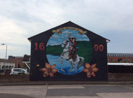 Belfast mural foto van belfast famous black taxi tours for Mural belfast