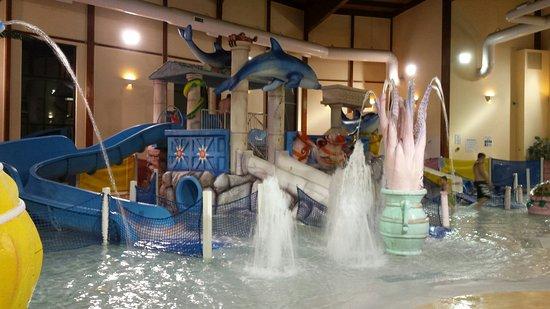 Grand Marquis Waterpark Hotel & Suites: 20160828_202438_large.jpg
