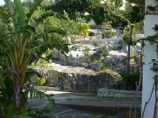 B&B Loggia dell'Acanto: giardino roccioso di Loggia dell'Acanto