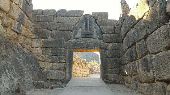 Porta dei leoni foto di archaeological site mycenae - La porta dei leoni a micene ...