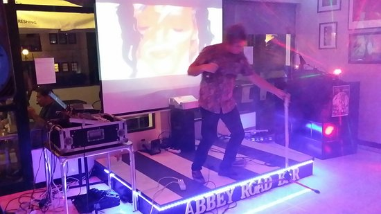 Abbey Road Bar: Great music nights