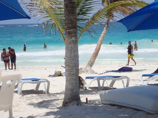 El Paraiso Tulum: View from our beach bed of the ocean and the beach