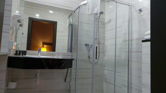 salle de bain - Picture of Metropolitan Boutique Hotel, Krakow ...