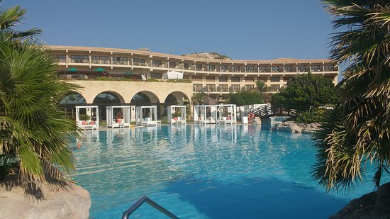 Atlantica Imperial Resort & Spa: Hotel and pool