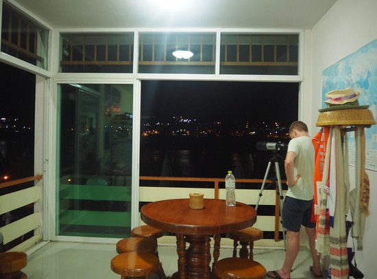 Chiang Khong, Tailândia: Day Waterfront Hotel @ Night.