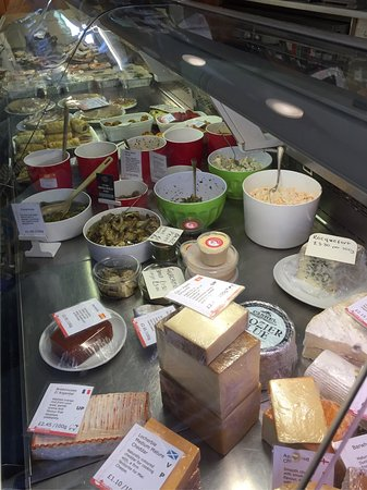 Hansen's Kitchen: So many cheeses! We chose three for today, and we'll be back!