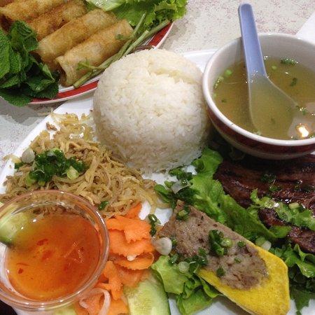 restaurant new saigon dans paris avec cuisine vietnamienne. Black Bedroom Furniture Sets. Home Design Ideas