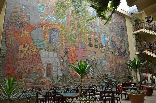 رويال إنكا II: Mural estilo cusqueño