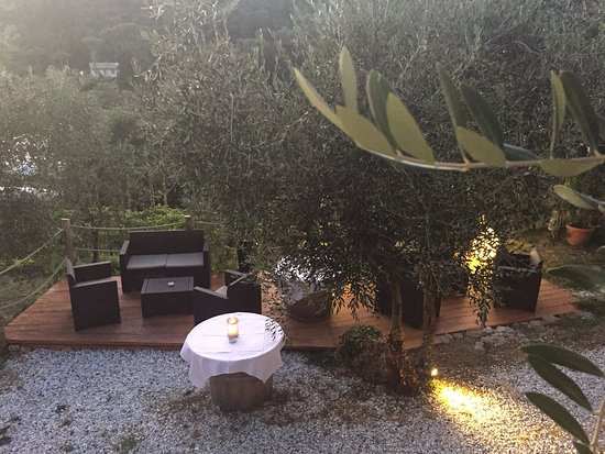 Capezzano Pianore, Italia: Zona aperitivo sottostante