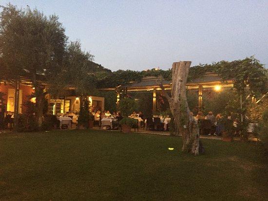 Capezzano Pianore, Italia: Tavoli all'aperto
