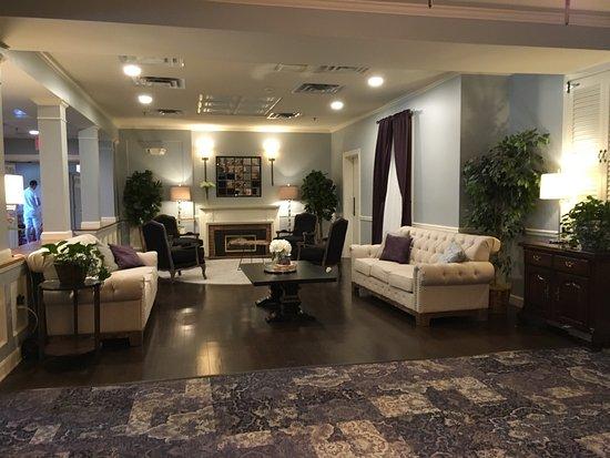 The Essex, Vermont's Culinary Resort & Spa: Essex Inn lobby