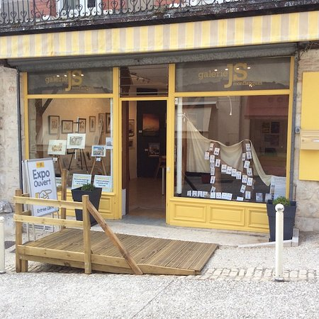 Monflanquin, France: Galerie JS from Outside
