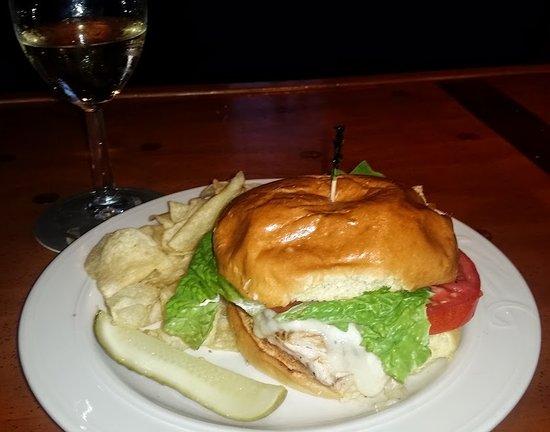 Olde Lincoln House: Chicken Chesapeake Sandwich