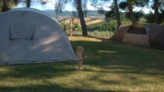 Pomarance, İtalya: Large space for family tents and great panorama views