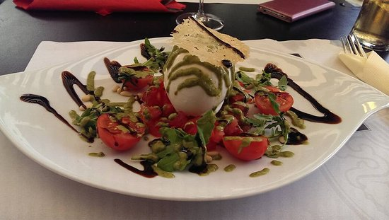 Salvan, Швейцария: Now that 's a tomato and mozzarella salad!