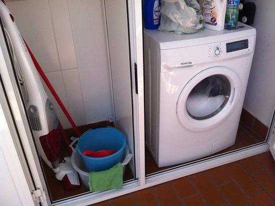 zona lavatrice/ripostiglio sul balcone - Foto di Residence ...