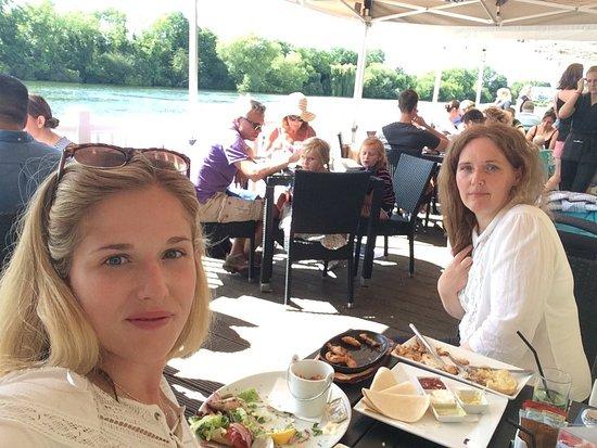 Lakeside Ski & Wake: Fantastic lunch on the decking