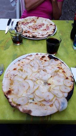 Pizzeria Giglio: Gorgonzola e pere    Stracchino e pancetta