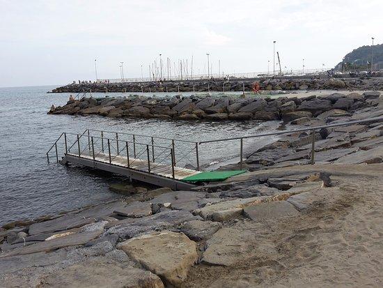 Bellevue et Mediterranee: Passerella per entrare in acqua