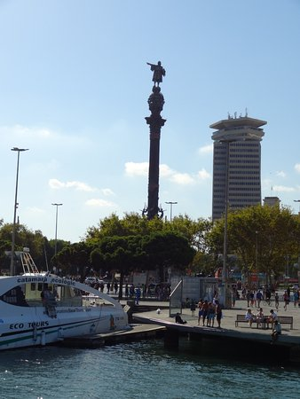 Monumento a Cristoforo Colombo : Right next to the water
