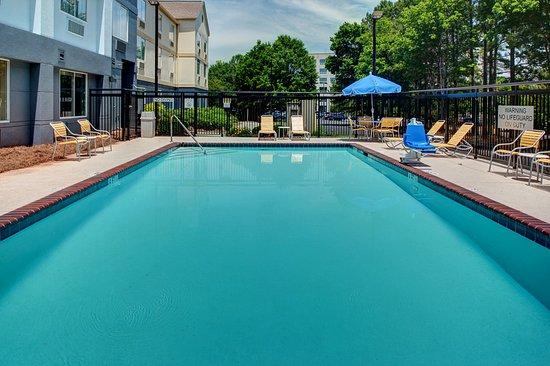 Alpharetta, GA: Seasonal Outdoor Pool