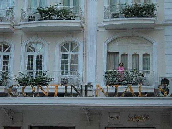Hotel Continental Saigon: Room with a balcony
