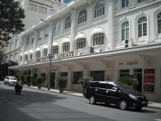Hotel Continental Saigon: Front of Hotel