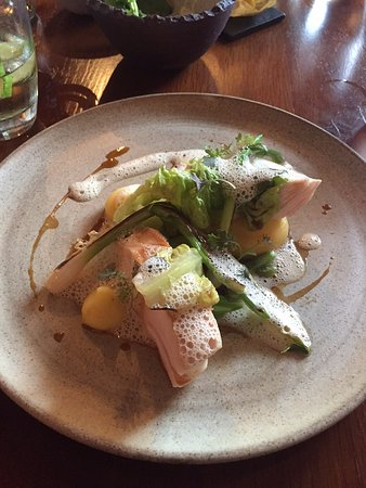 Biddenden, UK: Great presentation of chicken dish from the lunchtime menu