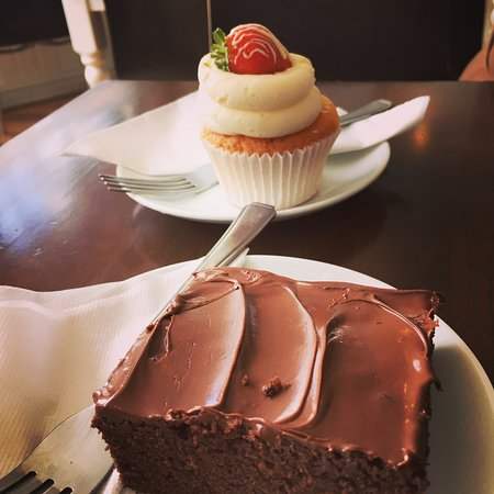 Nice pit stop for gluten free cakes in Richmond