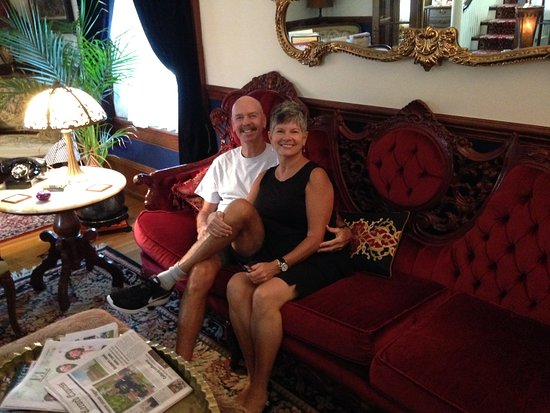 Manheim Manor Victorian Bed and Breakfast: Checking in and enjoying the parlor.