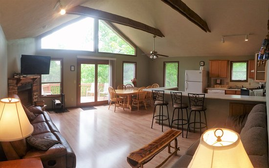 Reeds Spring, MO: 4 Bedroom House Living Area