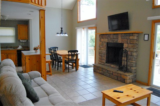 Reeds Spring, MO: 3 Bedroom House Living Area